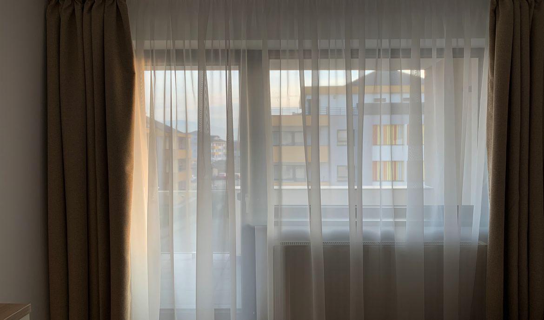 Inchiriere Apartament 3 Camere decomandat zona CoresiTractorul