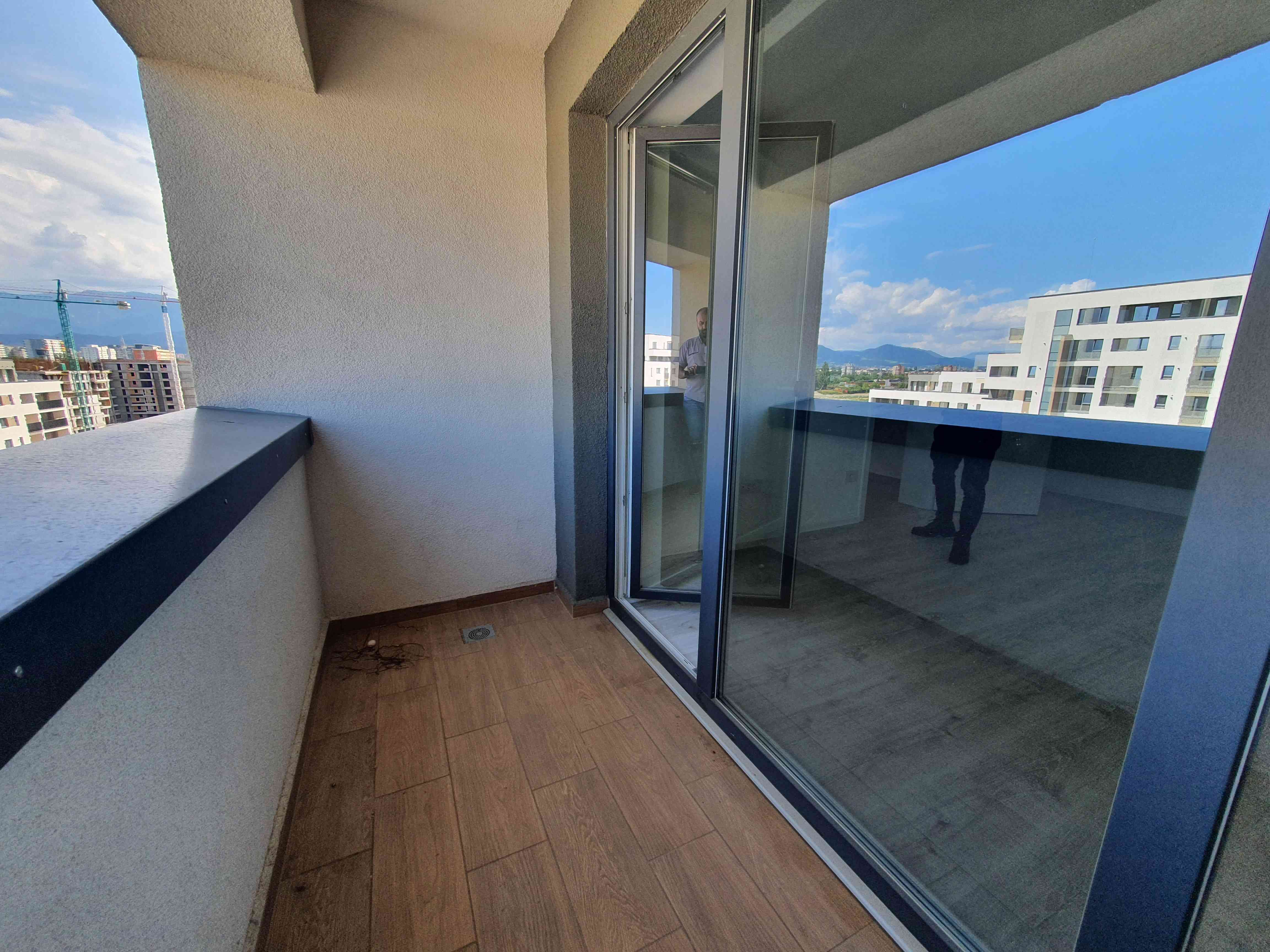 Mall Coresi vanzare apartament 2 Camere decomandat
