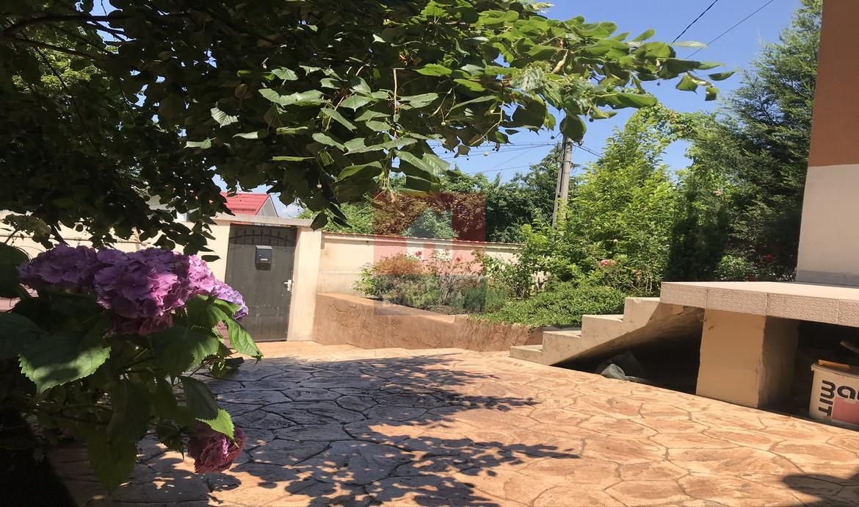 Casa singur in curte zona  Colina Universitatii