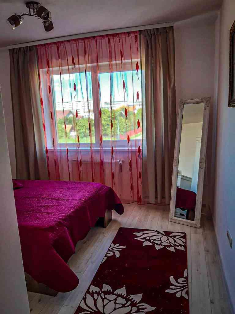 Inchiriere Apartament 2 Camere decomandat Tractorul si zona Coresi