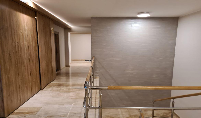 Apartament 3 camere de inchiriat mobilat si utilat nou nelocuit pana in prezent in Bloc nou Zona Centrala cu parcare proprie